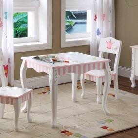 Детский столик приятного дизайна