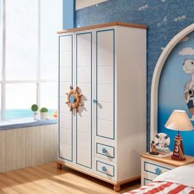 Распашной шкаф в морском стиле