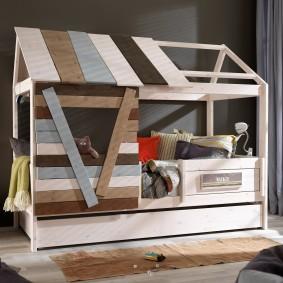 Детская кровать из досок в стиле лофта