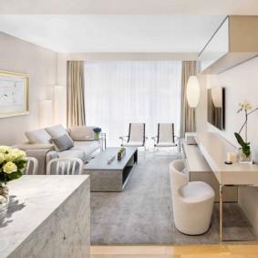 Современная мебель в гостиной комнате