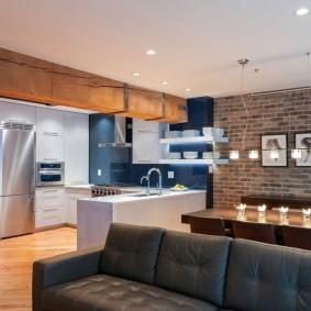 Функциональное освещение в кухне-гостиной