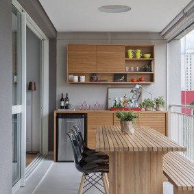 Кухня на благоустроенной лоджии