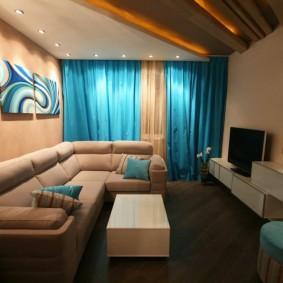 Бирюзовые занавески в гостиной современного стиля