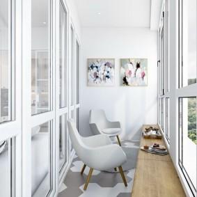 Модульные картины на торцевой стене балкона