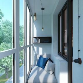 Место для отдыха на узком балконе