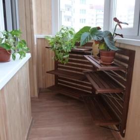 Деревянные полочки для комнатных цветов