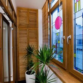 Декор витражами пластиковых окон балкона