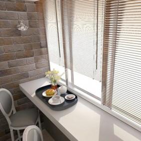 Место для чаепития на теплом балконе