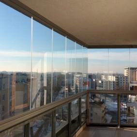 Алюминиевый профиль на перилах балкона