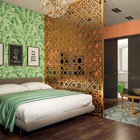 Дизайн спальни с ажурной перегородкой