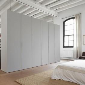 Белые фасады мебельного шкафа