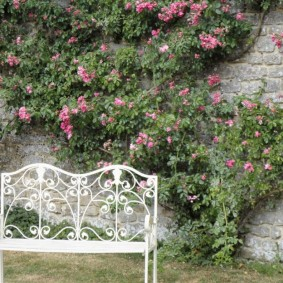 Садовая скамейка из кованного металла