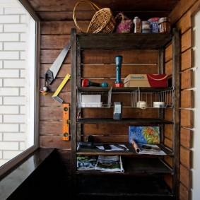 Домашняя мастерская на остекленном балконе