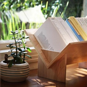 Настольная полка для хранения книг