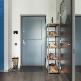 Полка-этажерка для обуви в коридоре