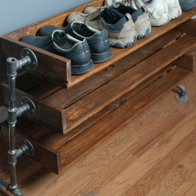Обувница в стиле лофта для прихожей комнаты