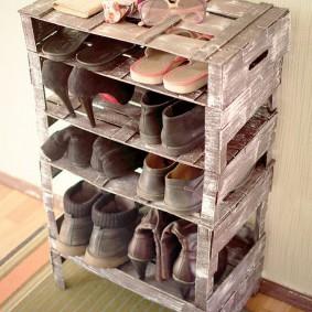 Полка для обуви из старых ящиков