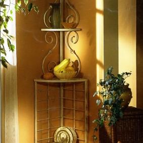 Полка-этажерка с фигурными элементами