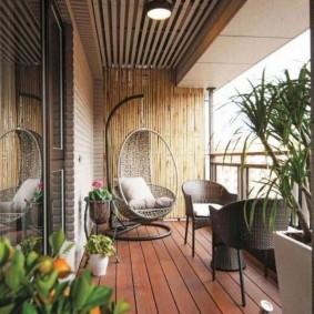 Террасная доска на полу балкона