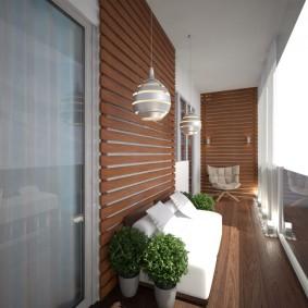 Обшивка стен балкона деревянными рейками