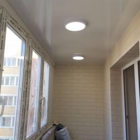 Накладные светильники на пластиковом потолке