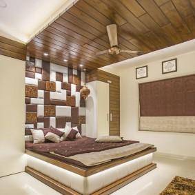Декор потолка деревом в спальном помещении