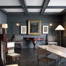 Серый пол в комнате частного дома