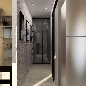 Встроенный шкаф в конце узкого коридора