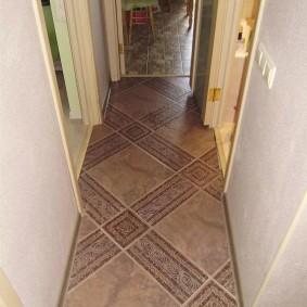 Линолеум под керамику на полу коридора