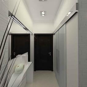 Черная дверь в конце узкого коридора