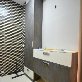 Серые поверхности модульной мебели