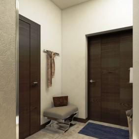 Небольшой коврик перед входной дверью