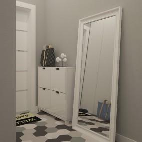 Напольной зеркало в белой раме