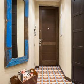 Винтажное зеркало в деревянной рамке
