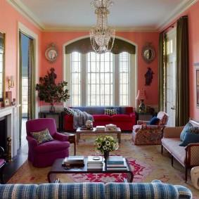 Яркое декорирование интерьера гостиной