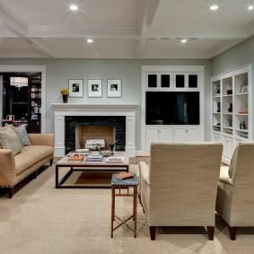 Современная гостиная комната в пастельных тонах