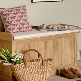 Деревянный пуф в виде скамейки с мягким сидением
