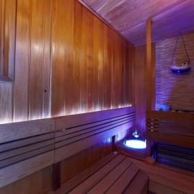 Длинная скамейка в русской бане