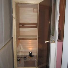Тонированная дверь из каленного стекла