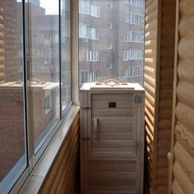 Кедровая сауна в конце балкона