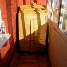 Кедровая бочка вместо сауны на балконе