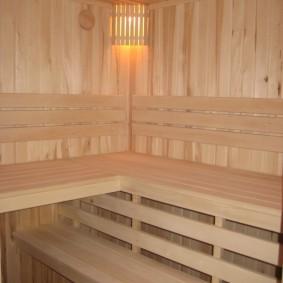Деревянные полки в сауне на лоджии