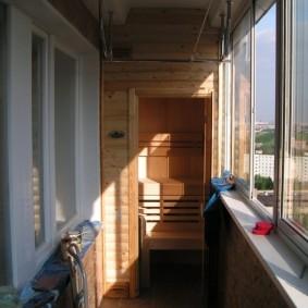 Застекленная лоджия в квартире панельного дома