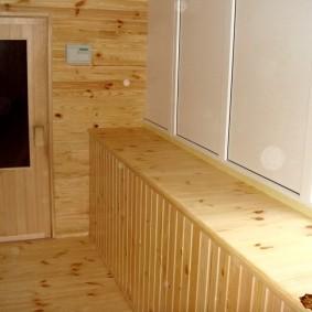 Деревянный подоконник на лоджии в квартире