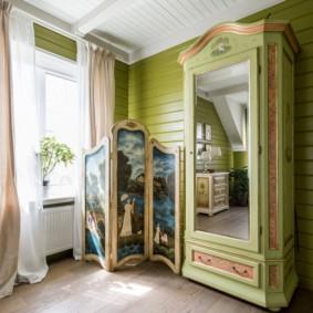 Деревянный шкаф в загородном доме