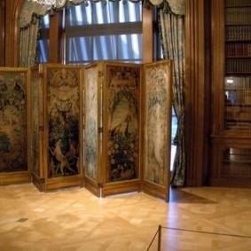 Художественная роспись на створках ширмы-перегородки