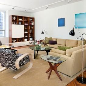 Угловой диван в зоне отдыха гостиной