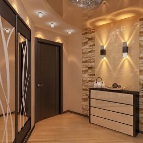 Освещение просторной прихожей в двухкомнатной квартире