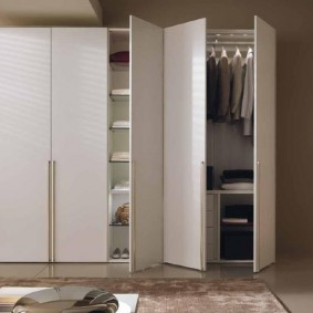 Распашной шкаф для верхней одежды