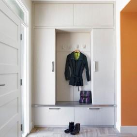 Встроенный шкаф комбинированного типа